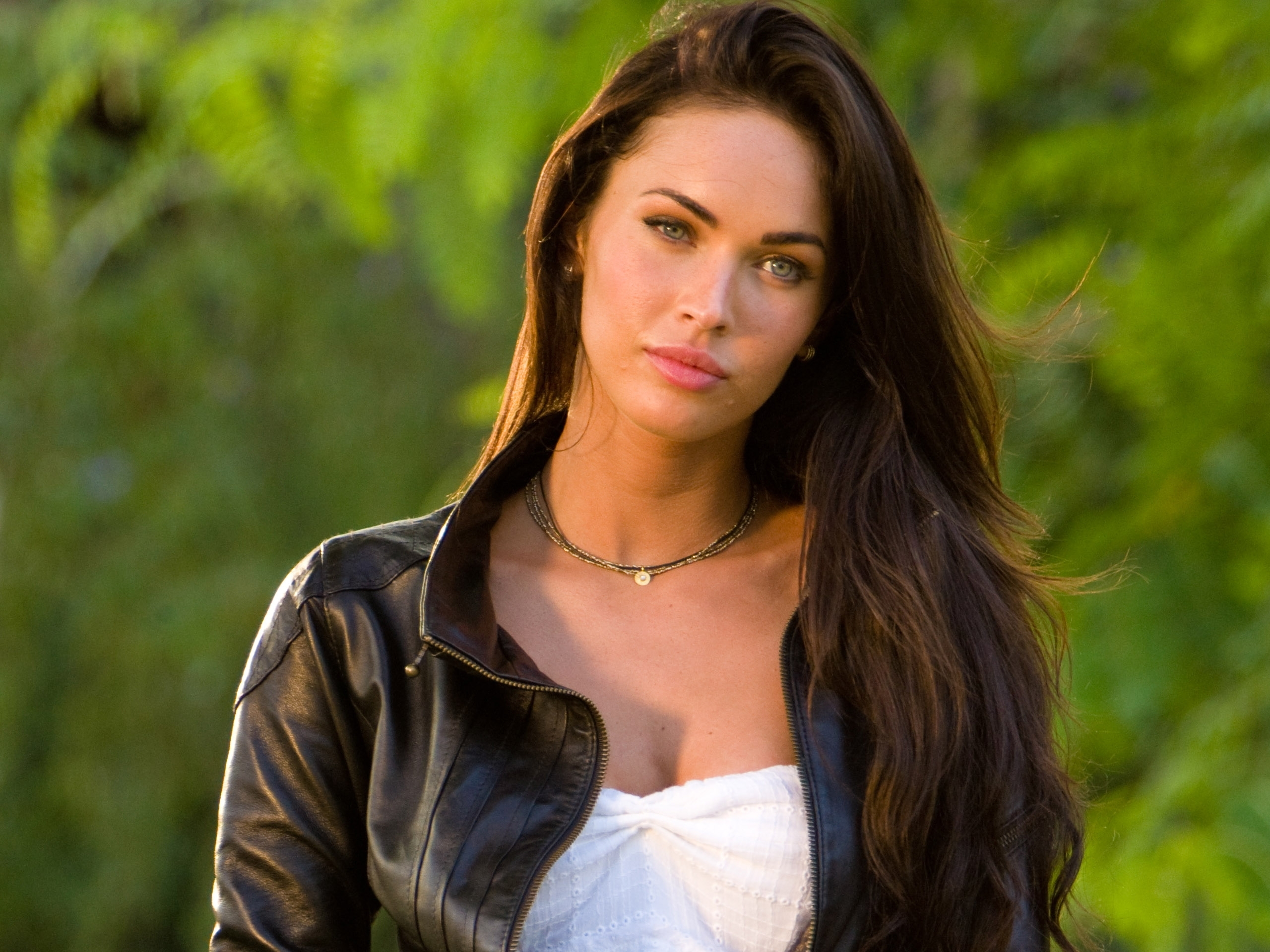 image: megan fox hd wallpaper 001 - album: megan fox: wallpaper