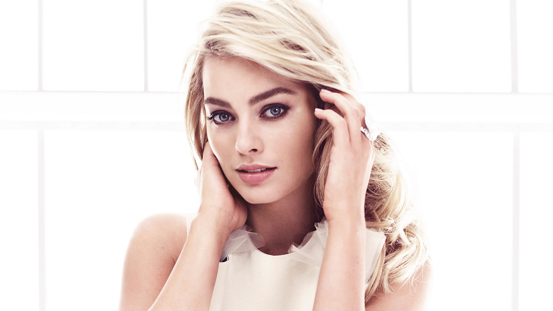http://www.vactualpapers.com/gallery/lovely-margot-robbie