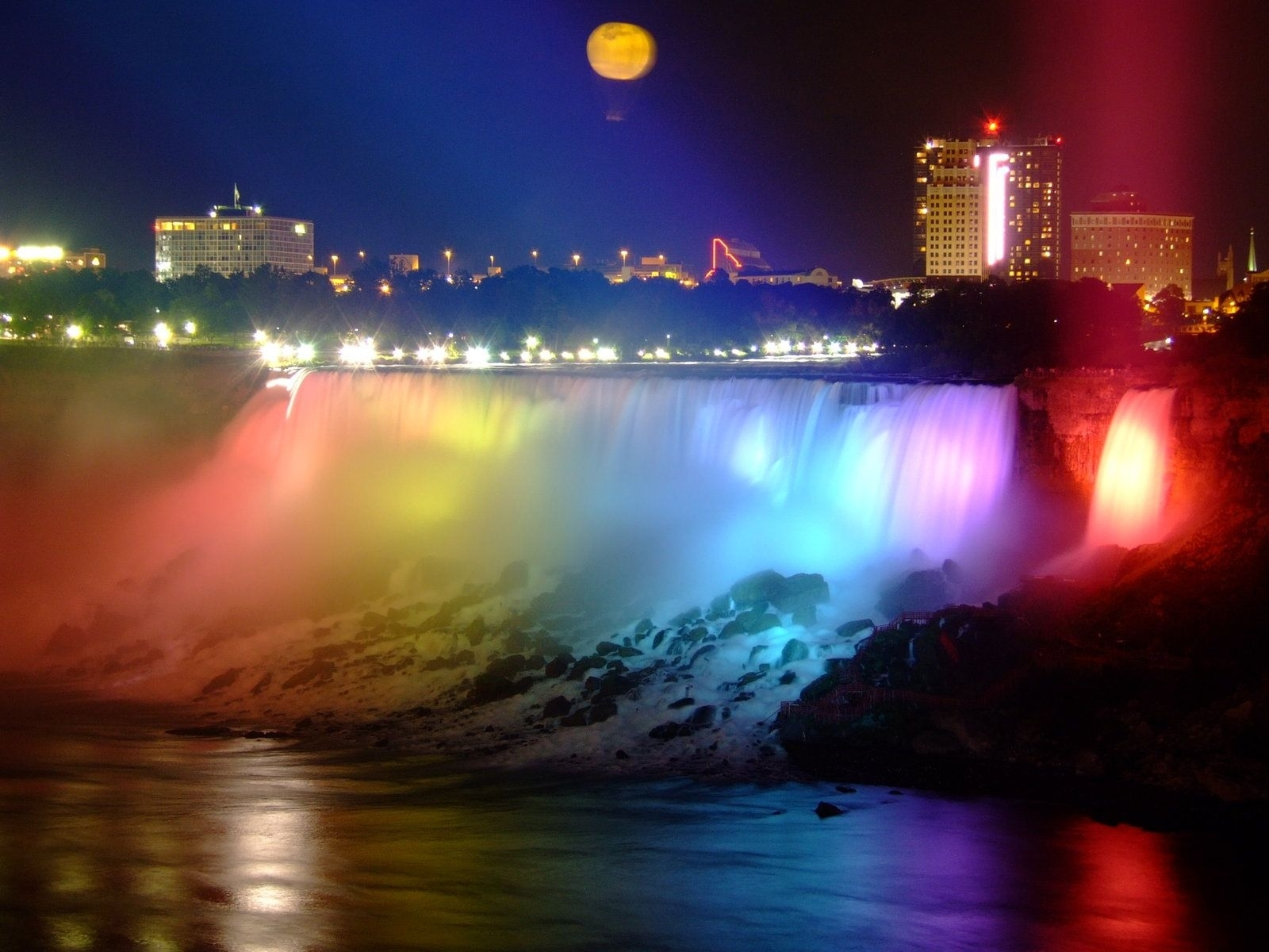 niagara falls is the collective name for three waterfalls that