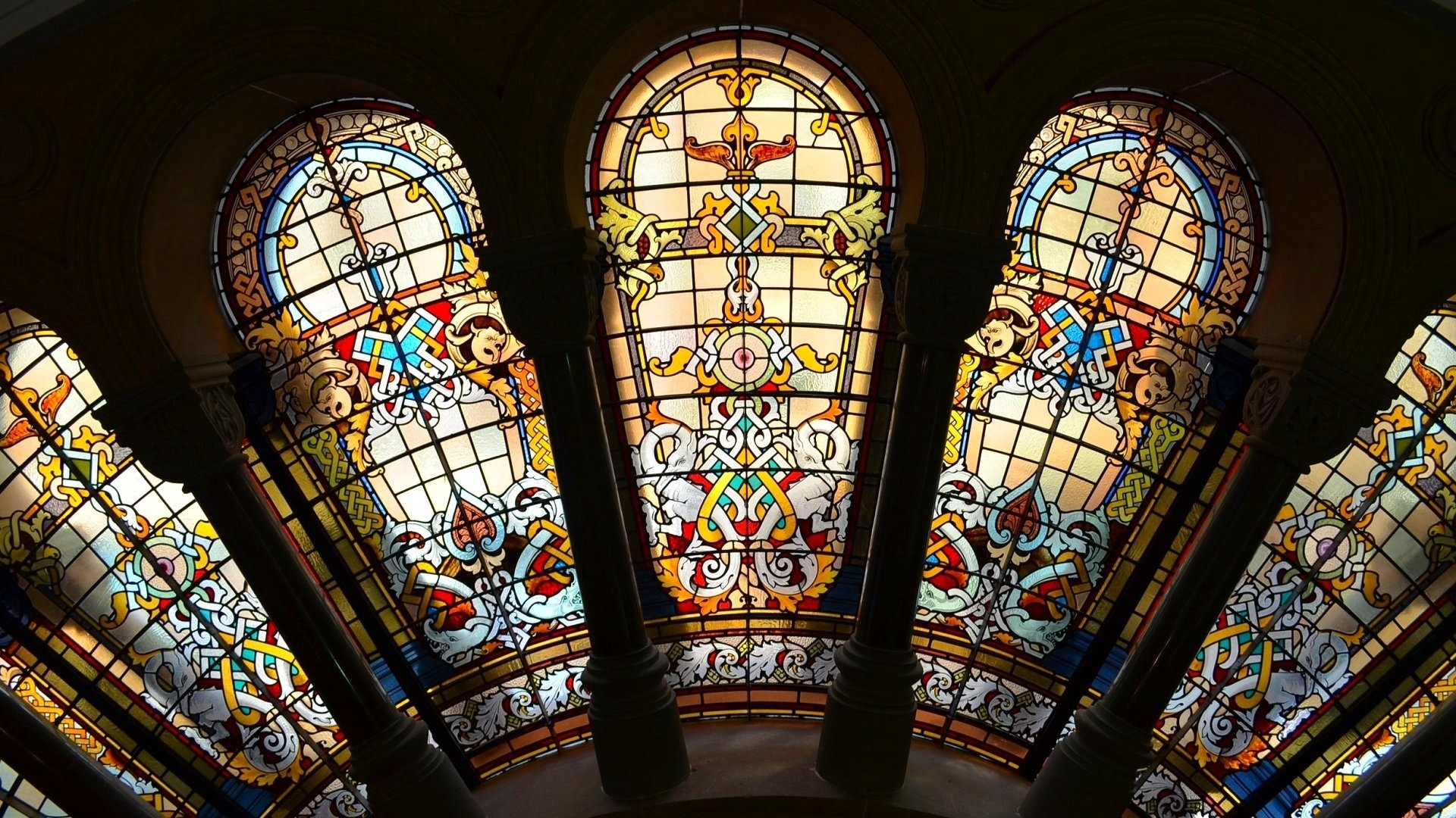 stained glass windows in the qvb sydney australia. full hd wallpaper